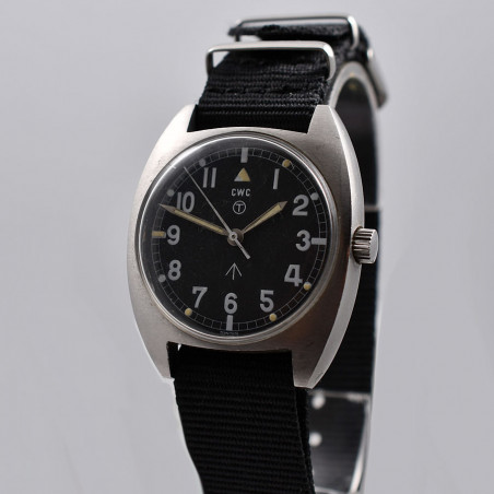 military-watch-cwc-mecanical-1976-mostra-store-aix-en-provence-montres-vintage-boutique-magasin-occasion-expertise