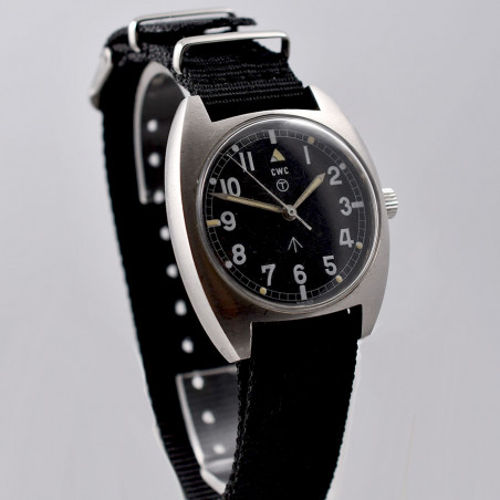military-watch-cwc-mecanical-1976-mostra-store-aix-en-provence-montres-vintage-boutique-magasin-occasion-montres anciennes