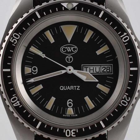 cwc-montre-militaire-plongee-rn-300-boutique-mostra-store-aix-en-provence-vintage-watches-shop-royal-navy-dial