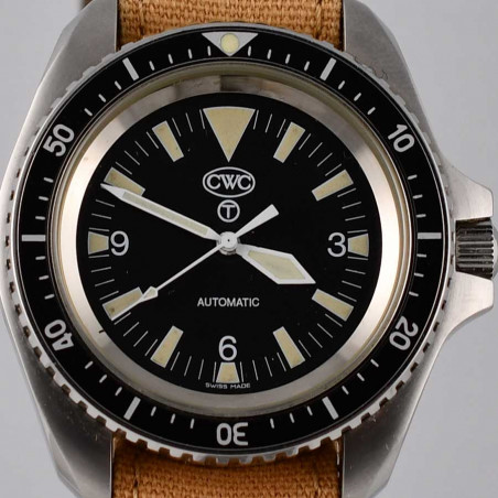 cwc-7697-royal-navy-diver-2002-dial-tritium-vintage-watches-shop-mostra-store-aix-en-provence-france-military-watches