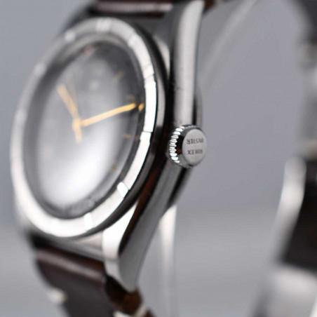 rolex-bubble-back-black-dial-3372-mostra-store-circa-1946-watch-montres-vintage-detail-couronne