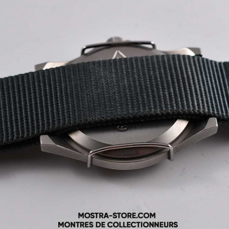 montre-militaire-cwc-w-10-royal-navy-combat-shield-1990-military-watch-mostra-store-boutique-aix-montres-anciennes-military-back