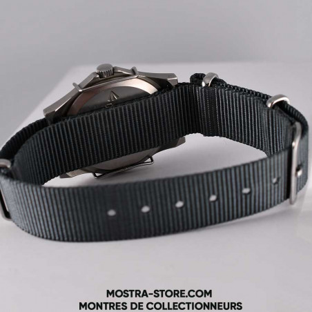 montre-militaire-cwc-w-10-royal-navy-combat-shield-1990-military-watch-mostra-store-boutique-aix-montres-british-broad-arrow