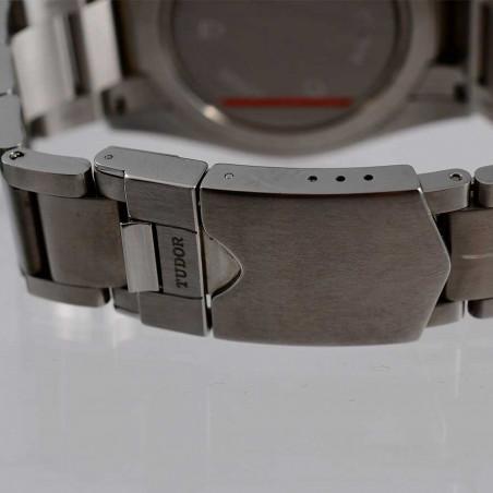 boucle-bracelet-montre-de-collection-moderne-tudor-chronographe-collection-occasion-style-sixties-mostra-store-aix-en-provence