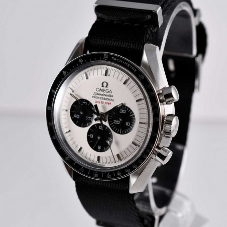 omega-speedmaster-panda-dial-apollo-11-circa-2004-vintage-watches-shop-mostra-store-aix-en-provence-france